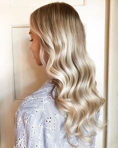 """hiukset päivitetty syyskuntoon ihanan @hair.by.essi käsittelyssä 💛 säilytettiin se """"mun oma"""" vaalea, mutta Essi taikoi mukaan myös pieniä… My Photos, Long Hair Styles, Beauty, Instagram, Essen, Beleza, Long Hair Hairdos, Cosmetology, Long Hairstyles"""