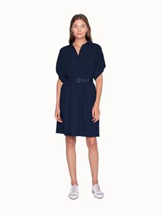Akris® Official – Dress in Cotton with Shirt Collar and Belt Short Summer Dresses, Dresses For Work, Polo Style, Official Dresses, Belted Shirt Dress, Roll Up Sleeves, Dark Denim, Fashion 2020, Cotton Dresses
