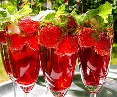 Traditional drinks during midsummer festival. Cocktail Desserts, Party Drinks, Summer Drinks, Cocktail Drinks, Cocktail Recipes, Non Alcoholic Drinks, Wine Drinks, Beverages, Cocktail