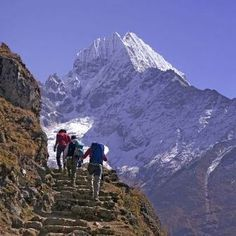 Free Nepal Trek Check List - What to pack for travel in Himalaya Mount Everest Base Camp, Everest Base Camp Trek, Tourist Info, Himalaya, Nepal Trekking, Surf, Escalade, Adventure Activities, Mountaineering