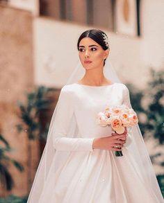 garden wedding gowns Plus Size Modest Wedding Dresses, Bridal Dresses, Armenian Wedding, Wedding Looks, Dream Dress, Elegant Wedding, Wedding Vintage, Wedding Styles, Wedding Hairstyles