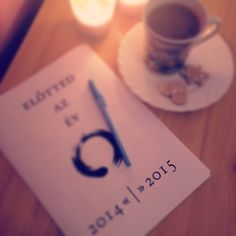 """Évtervezősdi #eviranytu#yearcompass#mogottedazev#elottedazev#theyearahead#evrendezes#yearplanning#zardleamultat#engeddelaregit"""