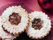 Oblíbené cukroví podle Fabešové: rohlíčky a košíčky s čokoládovým krémem - iDNES. Holiday Cookies, Christmas Baking, Cookies, Recipes, Christmas Cookies