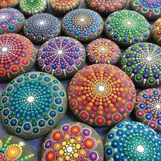 bunte Mandala Steinchen Basteln mit Steinen