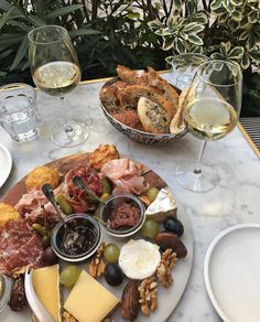 Think Food, Love Food, Comida Picnic, Food Platters, Aesthetic Food, Aesthetic Outfit, Food Cravings, Food Inspiration, Fashion Inspiration