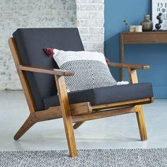 Ce fauteuil en teck ose le vintage avec une touche de scandinave. Il sera parfait dans plusieurs pièces de votre salon (salon, entrée ou encore palier par exemple ...). D'inspiration scandinave, ce fauteuil en teck peut être l'atout charme de votre maison ou appartement. Grâce à son assise très confortable, une touche de modernité est rajoutée avec les coussins noirs. Ce fauteuil est plein de charme ! CARACTERISTIQUES : Couleur : Bois naturelDimension : L88.5 x l82.5 x H77 cmPoids : ...