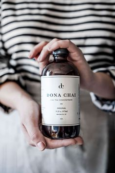 It's always great to discover fresh new brands coming from Brooklyn! Dona Chai's chai tea, conceptualized and created by Amy Rothstein, is a recipe for success. Food Packaging Design, Coffee Packaging, Bottle Packaging, Packaging Design Inspiration, Coffee Photography, Food Photography, Kombucha Brands, Chai Tee, Aesthetic Coffee