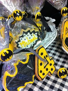 Batman Cookies Batman Cookies, Wreaths, Halloween, Home Decor, Decoration Home, Door Wreaths, Deco Mesh Wreaths, Interior Design, Garlands