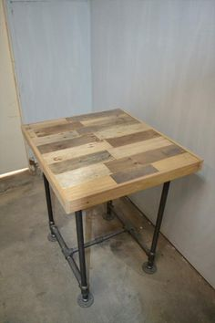 DIY Pallet Side Table with Metal Pipe Base | 101 Pallets