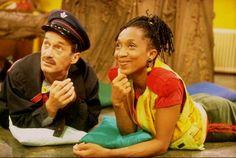 Alida en Postbode Peter uit De Boomhut nemen de post van kijkers door (1994 tot 2007, Ketnet). Childhood Tv Shows, Childhood Memories, 90s Kids, Say Hello, Growing Up, Captain Hat, Nostalgia, 90s Childhood, 1990s Kids