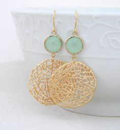 Gold Statement Earrings with Mint Green Jewels- Large Gold Dangle Statement Earrings-Gold Mesh Circle Earrings- Geometric Statement Earrings - Schmuck - Stylish Jewelry, Jewelry Accessories, Fine Jewelry, Fashion Jewelry, Jewelry Design, Jewelry Making, Gold Jewelry, Jewelry Trends, Fashion Earrings