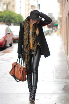 Go to style - leather pants, scarf, hat, love the booties too. Not too masculine or sexy. - Total Street Style Looks And Fashion Outfit Ideas Looks Street Style, Looks Style, Style Me, Daily Style, Style Blog, Fashion Moda, Look Fashion, Fashion Trends, Street Fashion
