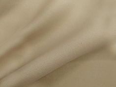 Neoprene (Bege). Malha neoprene com toque suave e boa elasticidade. Excelente para peças de inverno ou de verão, pois ela se ajusta à temperatura do corpo.  Sugestão para confeccionar: Vestidos, calças, leggings, shorts, saias, entre outros.