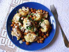 Vöröskaktusz diétázik: Keleti csicseriborsó-karfiol saláta tahini szósszal Cauliflower, Food And Drink, Vegetables, Cilantro, Cauliflowers, Vegetable Recipes, Cucumber, Veggies