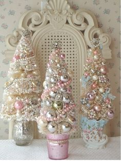 I may have to make a separate board just for pink Christmas!Fashion, Beauty and Creativity: shabby chic christmas. Noel Christmas, Winter Christmas, Christmas Wedding, Girly Christmas Tree, Shabby Chic Christmas Decorations, Shabby Chic Ornaments, Victorian Christmas Tree, Beautiful Christmas, Shabby Chic Crafts