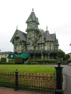 Amazing green Victorian Hotel. It would've been so cool to live in a place like this. It's so majestic!!