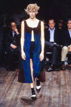 Comme des Garçons Fall 2001 Ready-to-Wear Fashion Show Collection