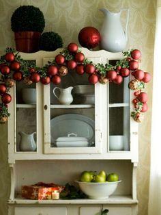 christmas balls traditional red decor ideas