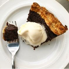 The first time I made this Chocolate Buttermilk Pie, it cracked down the middle just minutes after it came out of the oven. I have a history of making ugly pies (my motor skills leave something to… Maple Pecan Pie, Apple Slab Pie, Pie Recipes, Cooking Recipes, Butterscotch Pie, Buttermilk Pie, Pear Tart, Chocolate Pies, Just Desserts
