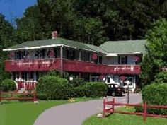 Stowe (VT) The Season'S Pass Inn Bed And Breakfast United States, North America Set in a prime location of Stowe (VT), The Season'S Pass Inn Bed And Breakfast puts everything the city has to offer just outside your doorstep. Both business travelers and tourists can enjoy the hotel's facilities and services. Service-minded staff will welcome and guide you at the The Season'S Pass Inn Bed And Breakfast. Each guestroom is elegantly furnished and equipped with handy amenities. The...