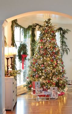 Stunning Christmas tree and beautifully decorated holiday home ~ Rattlebridge Farm Merry Little Christmas, Noel Christmas, Winter Christmas, Christmas Blessings, Christmas Morning, Country Christmas, Christmas 2017, Christmas Tree Decorations, Xmas Tree
