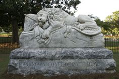 Confederate Lion statue marking the unknown Civil War soldiers. The lion is shown clutching the Confederate flag to his heart when he is dying from a mortal wound Cemetery Angels, Cemetery Art, Cemetery Statues, Oakland Cemetery, Georgie, Cemetery Headstones, Confederate States Of America, Small Sculptures, Street Art
