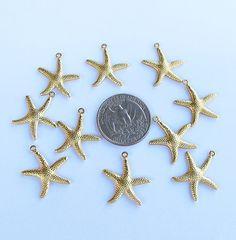 He encontrado este interesante anuncio de Etsy en https://www.etsy.com/es/listing/171010187/starfish-charms-10-pieces-gold-color