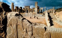 Persepolis ruins in Iran are the incredible remnants of the ancient Persian empire visited on many of our Ancient Mesopotamia, Ancient Civilizations, Ancient Ruins, Ancient History, Perse Antique, Naher Osten, Cyrus The Great, Achaemenid, Ancient Architecture