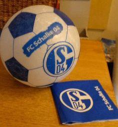 Ikea Lampe mit Strohseide und einer FC Schalke 04 Serviette beklebt