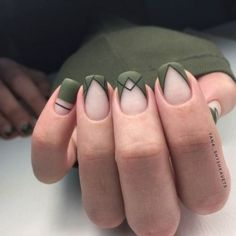 40 Simple Line Nail Art Designs You Need To Try Now line nail art design minimalist nails simple nails stripes line nail designs Minimalist Nails, Stylish Nails, Trendy Nails, Diy Nails, Cute Nails, Glitter Nails, Line Nail Designs, Green Nail Designs, Striped Nail Designs