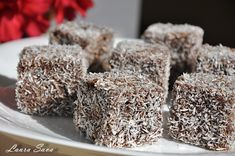 Prajitura Tavalita cu nuca de cocos | Retete culinare cu Laura Sava - Cele mai bune retete pentru intreaga familie Healthy Sweet Snacks, Healthy Muffin Recipes, Healthy Muffins, Sweet Treats, Vegan Sweets, Sweets Recipes, Vegan Desserts, Cake Recipes, Fun Recipes