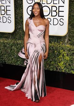 Naomi Campbell in Atelier Versace at 2017 Golden Globe Awards in Beverly Hills Check more at http://fashnberry.com/2017/01/naomi-campbell-in-atelier-versace-at-2017-golden-globe-awards-in-beverly-hills/