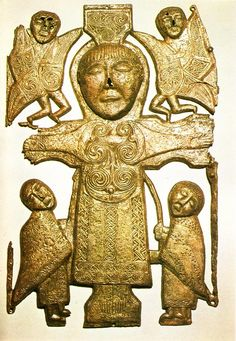 foto:Mary Marshall Beautiful golden artifacts found near Althone, Ireland Thought to be ancient manuscript cover Ancient Aliens, Ancient History, Art History, Christian Images, Christian Art, Early Christian, Celtic Clothing, Irish Clothing, Medieval Clothing