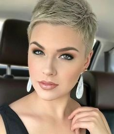 Soft and simple Saturday! How is y'all's weekend so far? I am headed to my first fair/festival of the season to watch my brother crush his talent show! ♥️ Plus, check out these adorable white marble patterned earrings from 😍 Super Short Hair, Short Grey Hair, Short Hair Cuts, Short Pixie Haircuts, Pixie Hairstyles, Short Hairstyles For Women, Blonde Pixie, Short Blonde, Great Hair