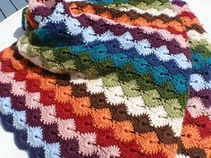 """Link to free pattern for """"Star Shell Afghan""""!  pattern found at Project Linus! Sized perfectly for baby.  I """"rescued a blankie"""" just like this from Goodwill this year. Wondered about the pattern"""
