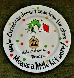 Check out this Grinch DIY decorations and Grinch crafts round-up. Get inspired to make some Whoville Christmas decorations of your own! Grinch Party, Grinch Christmas Party, Grinch Who Stole Christmas, Christmas Tea, Diy Christmas Gifts, Holiday Crafts, Holiday Fun, Christmas Carol, Christmas 2019