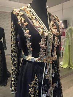 Black caftan Arab Fashion, Muslim Fashion, Caftan Gallery, Kaftan Pattern, Moroccan Caftan, Caftan Dress, Pakistani Dresses, Traditional Outfits, Sexy Outfits