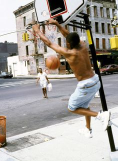 Harlem New York NY USA - March 6 Street basketball players in Harlem Basketball Signs, New York Basketball, Basketball Tattoos, Basketball Videos, Street Basketball, Wildcats Basketball, Basketball Tricks, Basketball Goals, Basketball Funny
