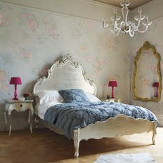 I love the metallic finish on that amazing headboard and night stand, the mirror on the wall and those fuchsia lamps!