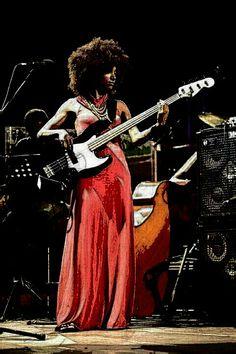 11 Splendid Bass Guitar Multi Effects Pedal Bass Guitars For Kids Jazz Artists, Jazz Musicians, Music Artists, Famous Musicians, Guitar Girl, Female Guitarist, Female Singers, Smooth Jazz, Esperanza Spalding