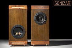 Altavoces hechos a mano modelo Saisho - Handmade loudspeakers Saisho model.