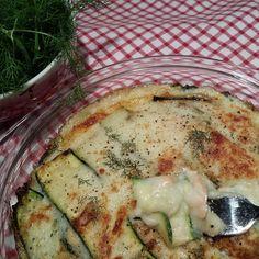 Una leggerissima e gustosissima lasagna di zucchine, con besciamella vegana, salmone al vapore e tanto aneto fresco.