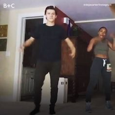 Tom Holland is a man of many talents. 😱🙌🕺<<-- if I would be a little younger I'd probably be head over heels for Tom Holland but being older I wish I had a little brother who'd be that amazing :P Funny Marvel Memes, Marvel Jokes, Dc Memes, Marvel Actors, Marvel Heroes, Marvel Avengers, Captain Marvel, Captain America, Tom Holland Peter Parker