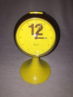 He encontrado este interesante anuncio de Etsy en https://www.etsy.com/es/listing/258888171/mesa-vintage-despertador-bendicion