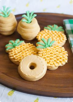 For the LOVE of PINEAPPLE! pineapple cookies, 3 ways ::: tutorial for making each from Galletas Cookies, Cute Cookies, Yummy Cookies, Cupcake Cookies, Sugar Cookies, Cupcakes, Cookie Desserts, Just Desserts, Cookie Recipes