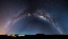 Uluru, Territórios do Norte, à noite, por Johan Lolos