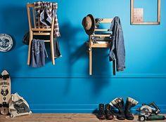 Stuhl-Garderobe | Stuhl-Garderobe | In der Wohnung ist das Motto jetzt Chic statt Chaos. Aus ein paar alten Stühlen vom Flohmarkt bauen Sie in wenigen Schritten eine praktische Garderobe für Klamotten und Accessoires. Ein trendiger Hingucker im Retro-Stil, der nicht nur Männerherzen höher schlagen lässt.