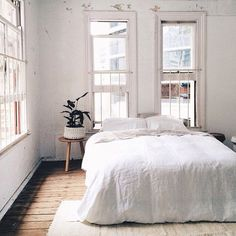white bedroom decor // indoor plant // white on white
