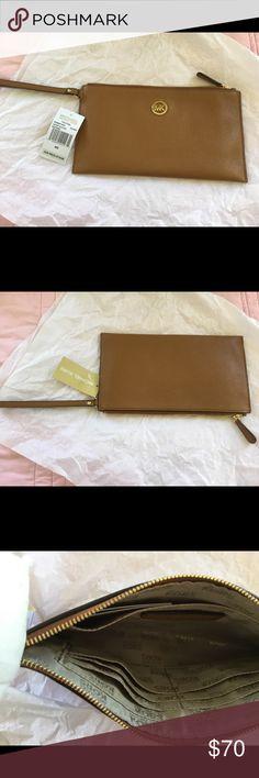 MICHAEL Michael Kors, FULTON large Zip CLutch. Michael Kors, Fulton large Zip Clutch Leather MICHAEL Michael Kors Bags Clutches & Wristlets