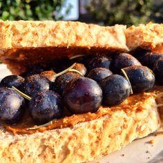 Bu sabah kahvaltıyı yanına alıp, spora giderken yolda yemek isteyenleriniz için gelsin:)kolay, hafif ve pratik klasik 2 dilim kepek ekmeği arasında fıstık ezmesi, tarçın ve taze yaban mersini-light&fast breakfast before the gym;peanut butter, cinnamon and blueberries #burcetatar #birtatbirkoku #chef #casensbon #casensbonblog #diet #diyet #delicious #diyettarif #food #fresh #foodporn #foodlover #foodbloggers #gourmet #gourmand #healthyrecipe #lightcooking #tuesday #sağlıklıbeslenme